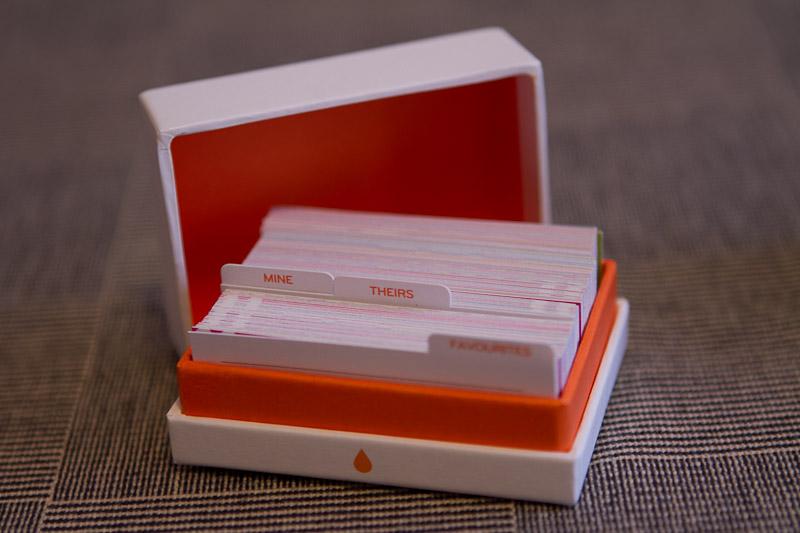 La Boite Des Mini Cards Avec Ses Intercallaires Mine Theirs Et Favourites Une Carte De Secours Vierge Dtachable En Carton